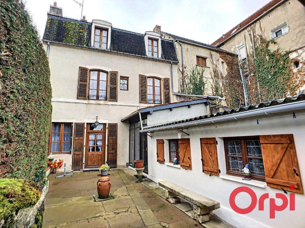 Maison à vendre 4 95.5m2 à Saint-Amand-Montrond vignette-1
