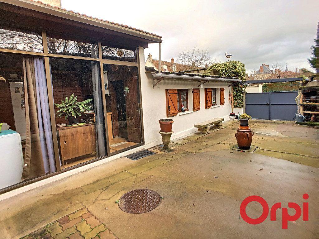 Maison à vendre 4 95.5m2 à Saint-Amand-Montrond vignette-9