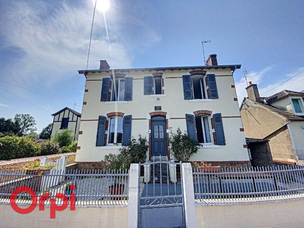 Maison à vendre 5 120m2 à Saint-Bonnet-Tronçais vignette-1