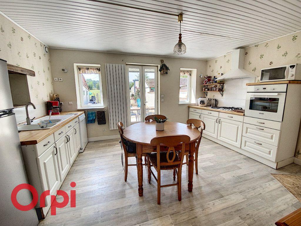 Maison à vendre 5 120m2 à Saint-Bonnet-Tronçais vignette-4
