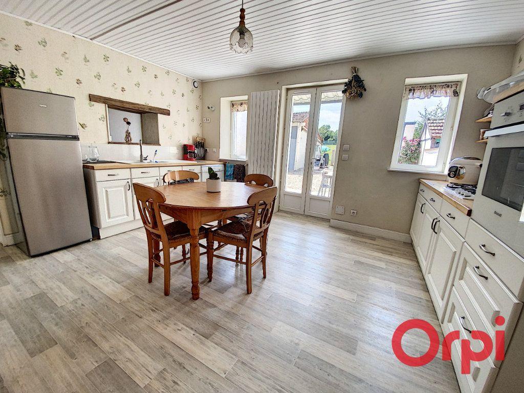 Maison à vendre 5 120m2 à Saint-Bonnet-Tronçais vignette-5