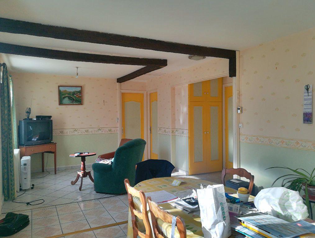 Maison à vendre 3 62m2 à Saint-Amand-Montrond vignette-3