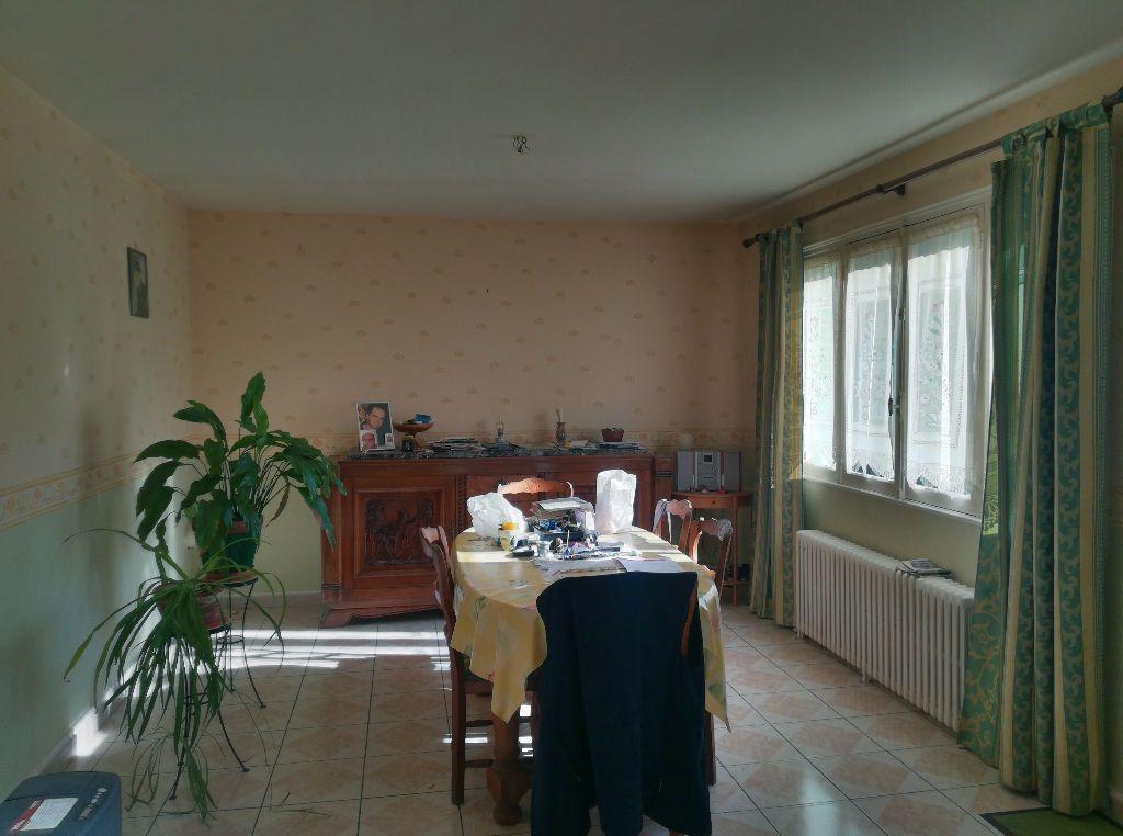 Maison à vendre 3 62m2 à Saint-Amand-Montrond vignette-5