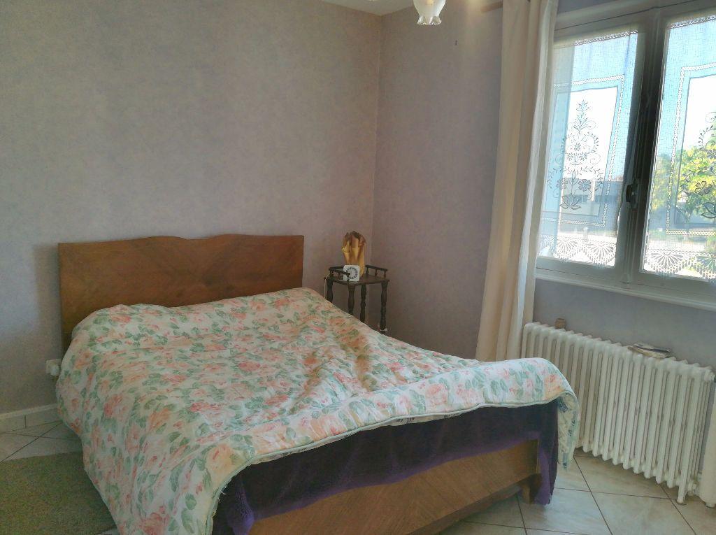 Maison à vendre 3 62m2 à Saint-Amand-Montrond vignette-7