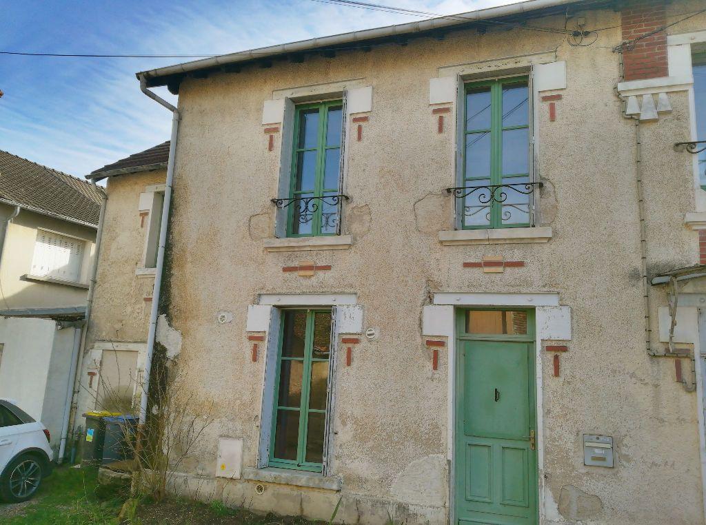 Maison à vendre 4 66m2 à Saint-Amand-Montrond vignette-1