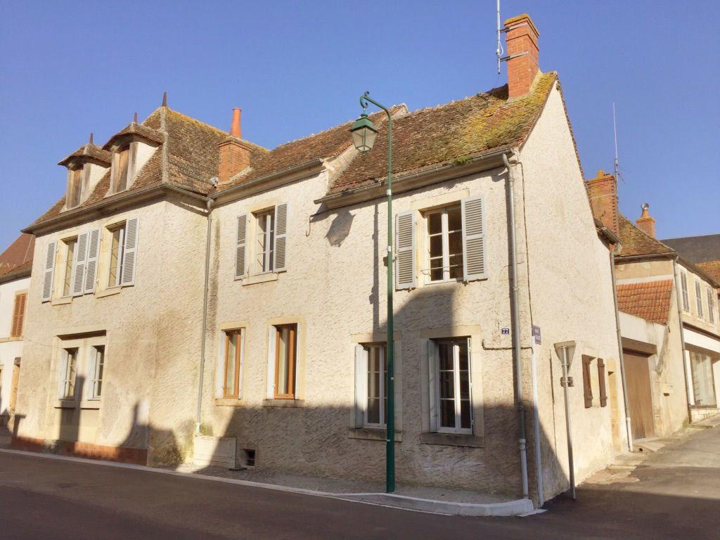 Maison à vendre 8 167m2 à Charenton-du-Cher vignette-1