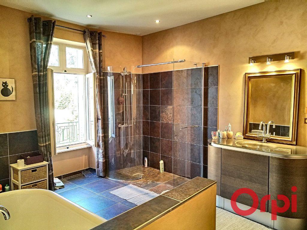 Maison à vendre 12 232.6m2 à Néris-les-Bains vignette-1