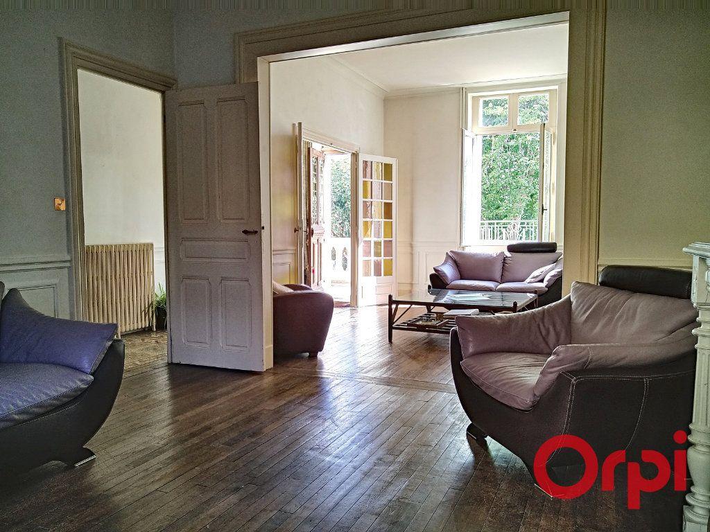 Maison à vendre 12 232.6m2 à Néris-les-Bains vignette-5