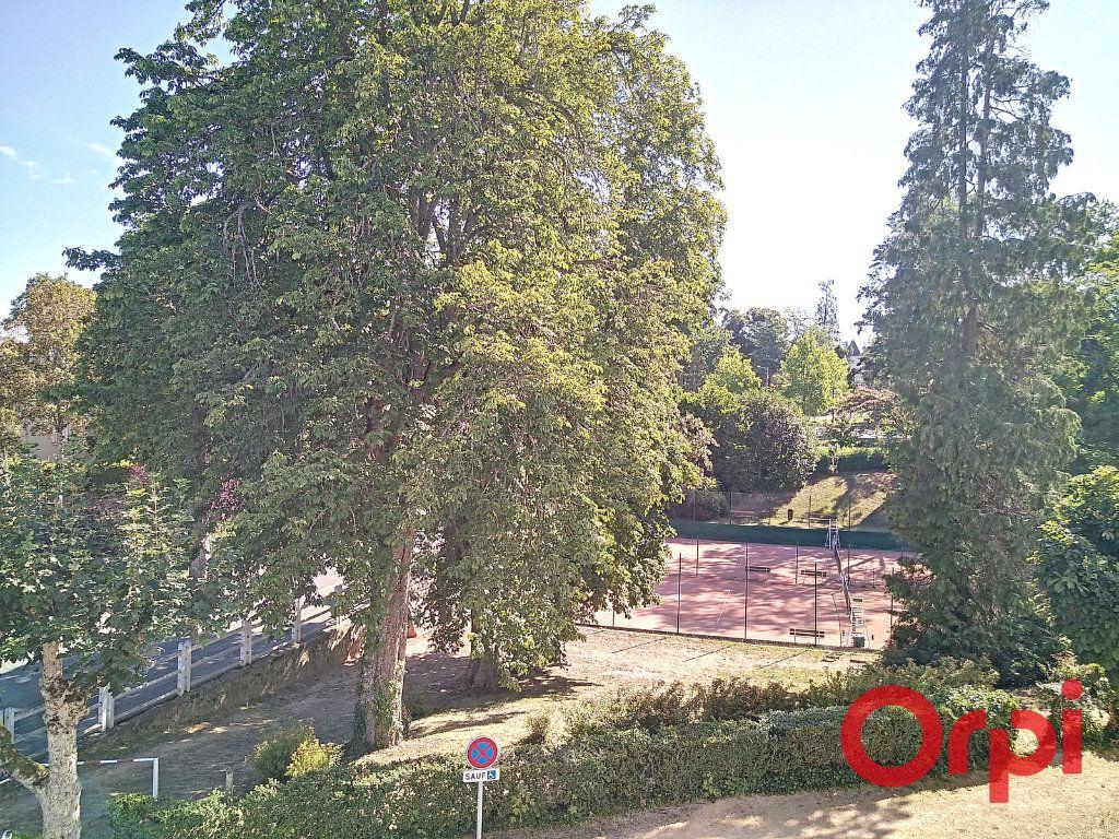 Maison à vendre 12 232.6m2 à Néris-les-Bains vignette-13