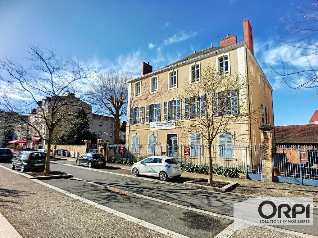 Immeuble à vendre 0 1080m2 à Montluçon vignette-1