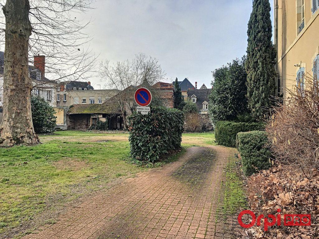 Immeuble à vendre 0 1080m2 à Montluçon vignette-9