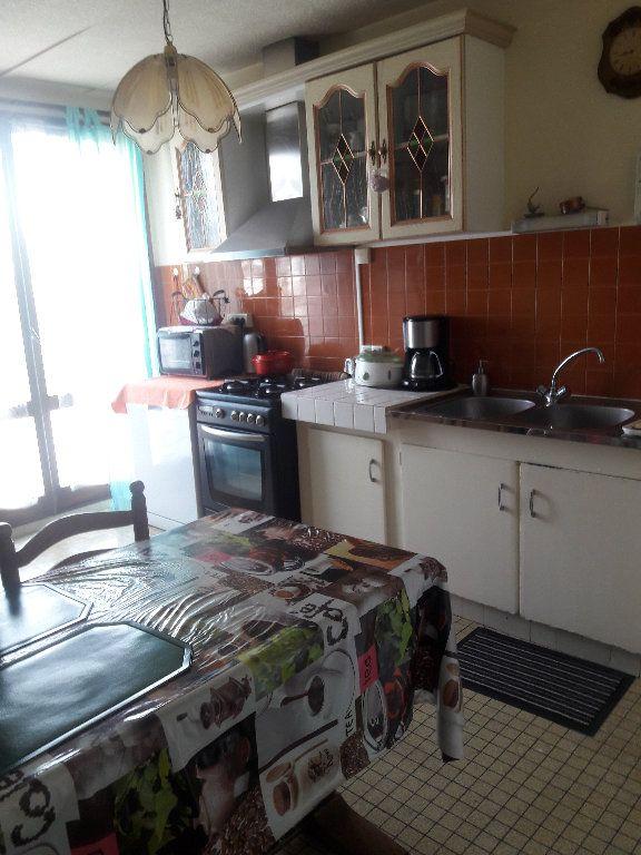 Appartement à vendre 3 87.94m2 à Montluçon vignette-4