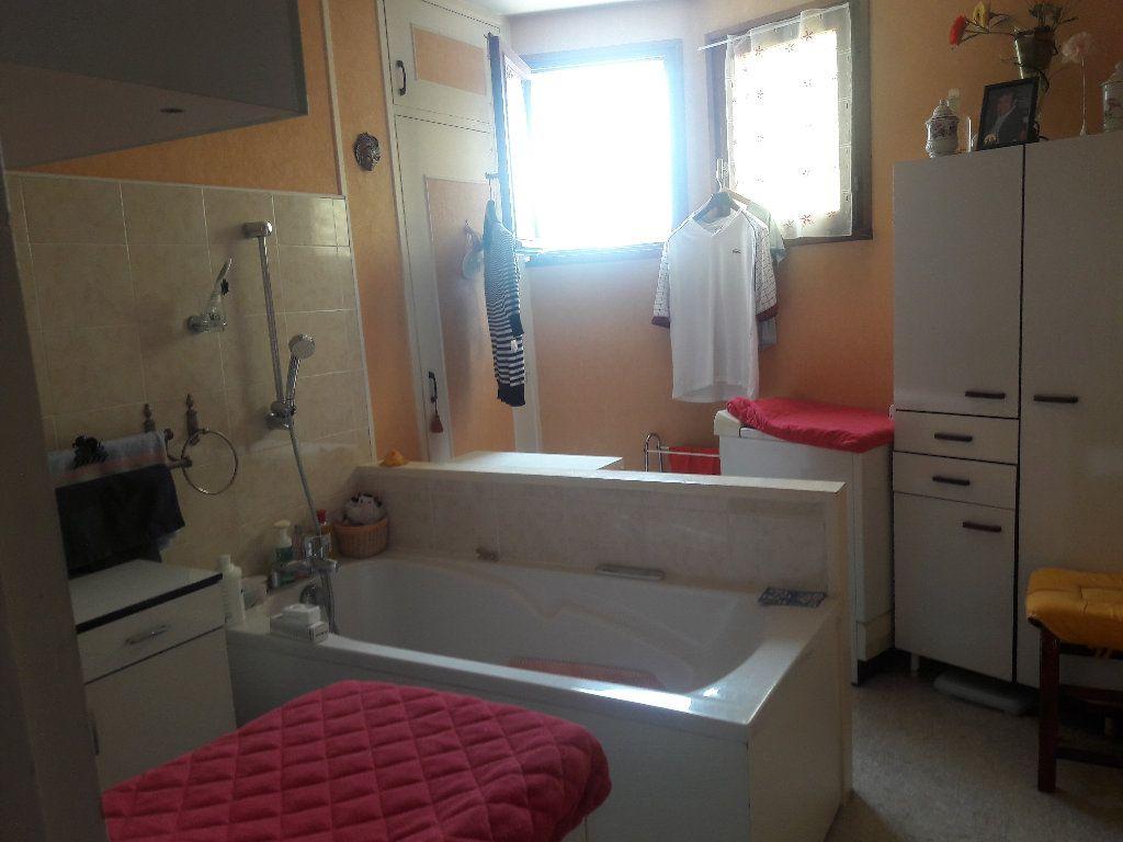 Appartement à vendre 3 87.94m2 à Montluçon vignette-5