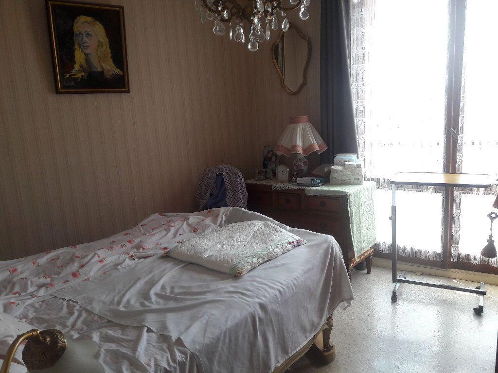 Appartement à vendre 3 87.94m2 à Montluçon vignette-6