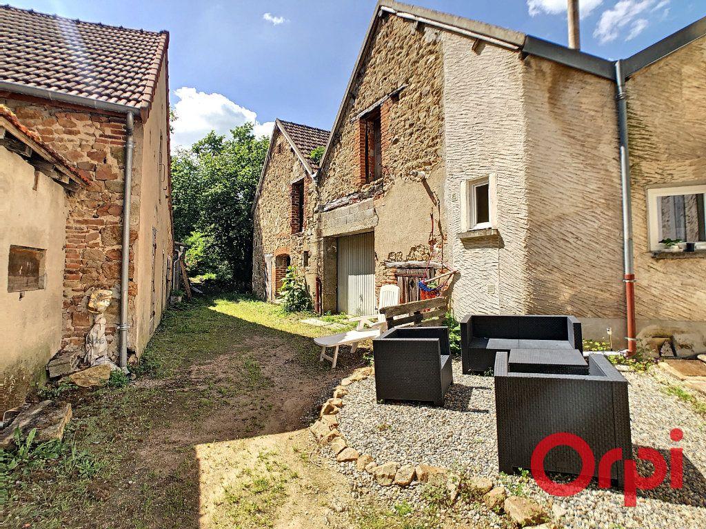 Immeuble à vendre 0 100m2 à Néris-les-Bains vignette-9
