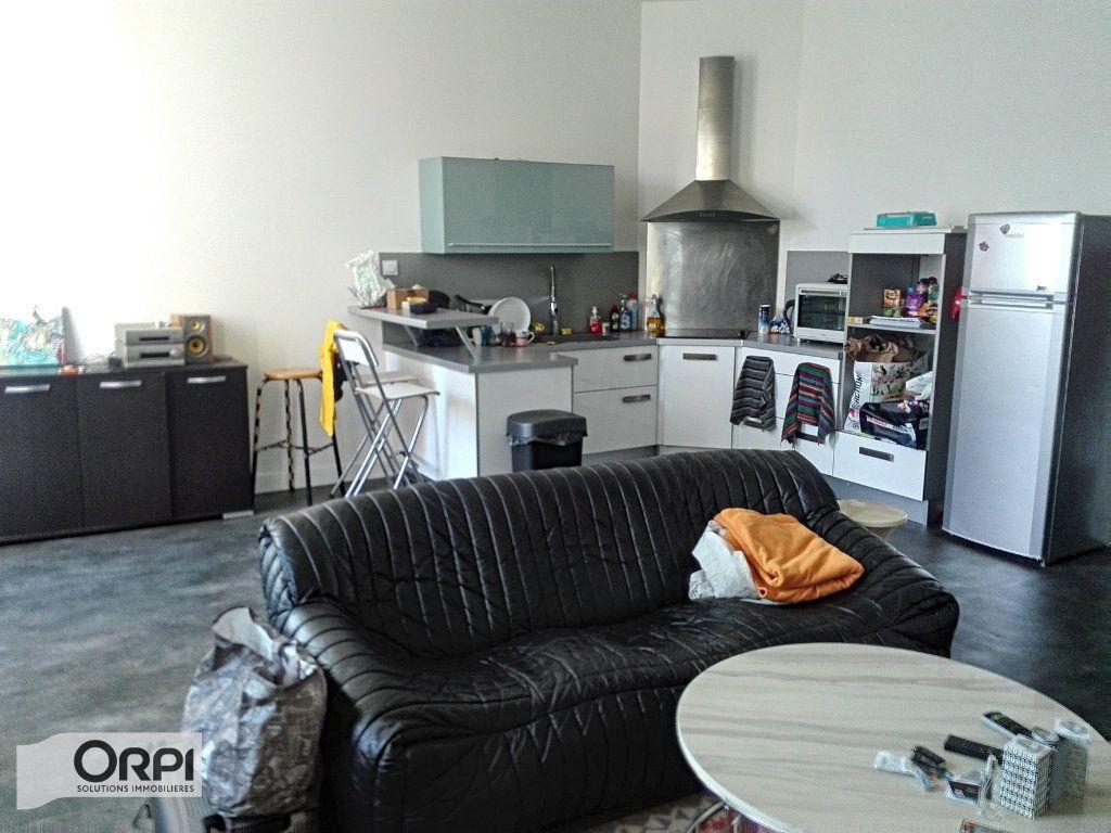 Appartement à vendre 2 54m2 à Montluçon vignette-1