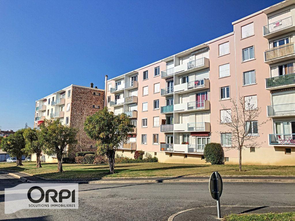 Appartement à vendre 3 66m2 à Montluçon vignette-2