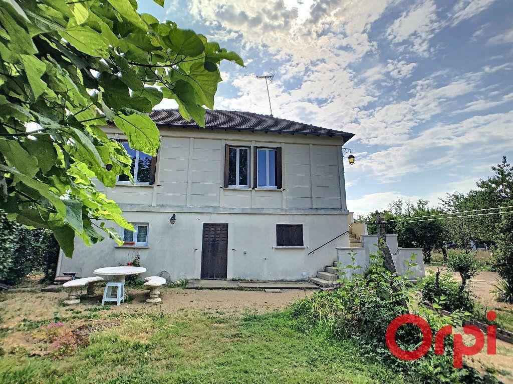 Maison à vendre 6 128m2 à Saint-Amand-Montrond vignette-1