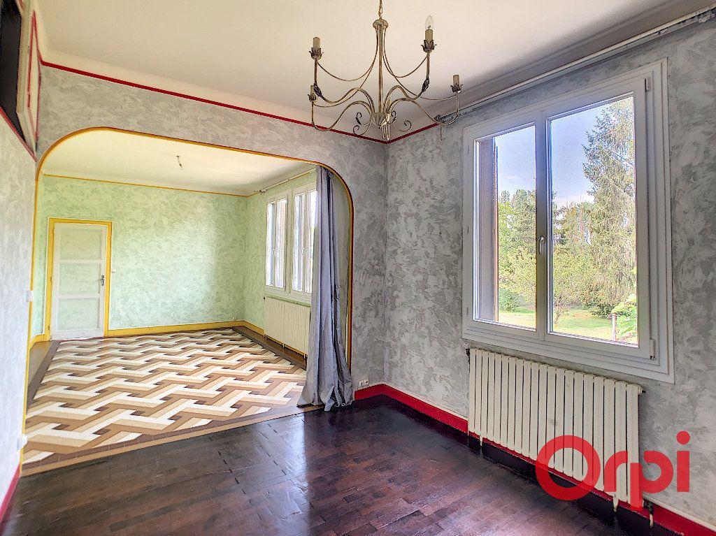 Maison à vendre 6 128m2 à Saint-Amand-Montrond vignette-2
