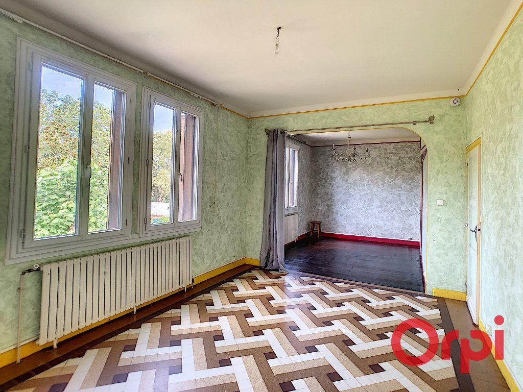 Maison à vendre 6 128m2 à Saint-Amand-Montrond vignette-3