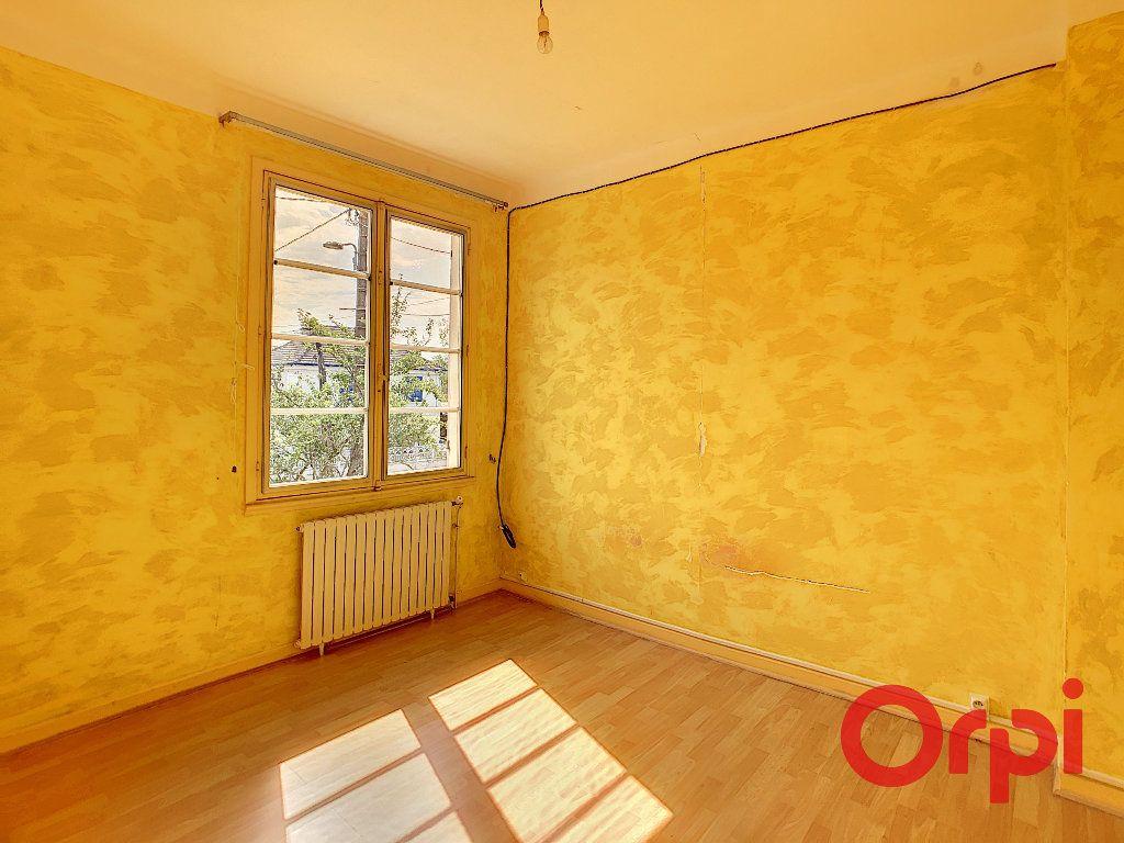 Maison à vendre 6 128m2 à Saint-Amand-Montrond vignette-5