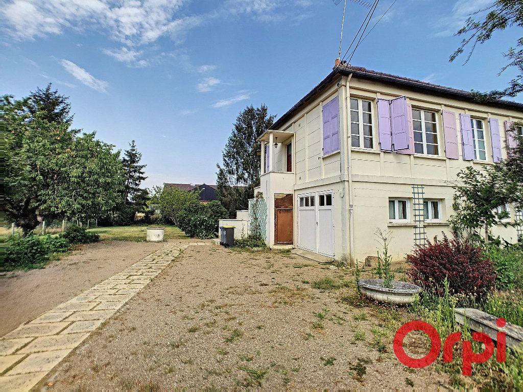 Maison à vendre 6 128m2 à Saint-Amand-Montrond vignette-8