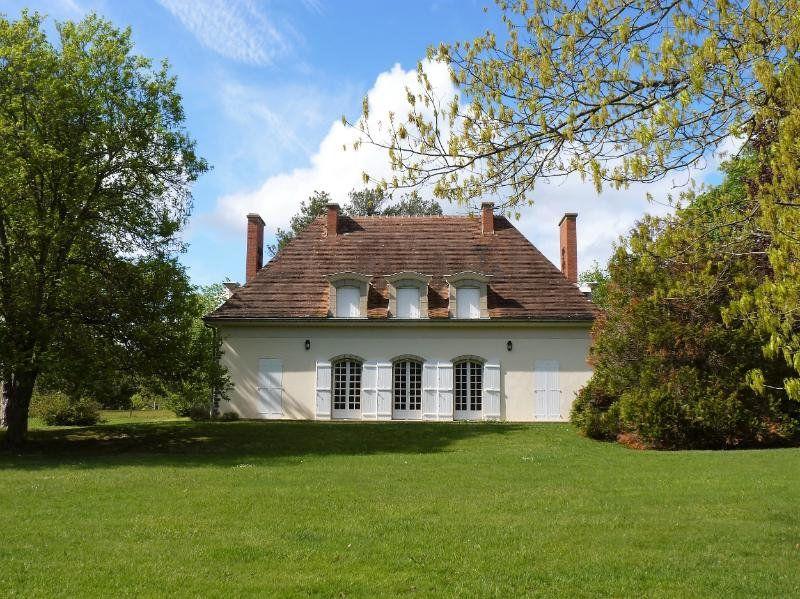 Maison à vendre 8 202m2 à Néris-les-Bains vignette-1