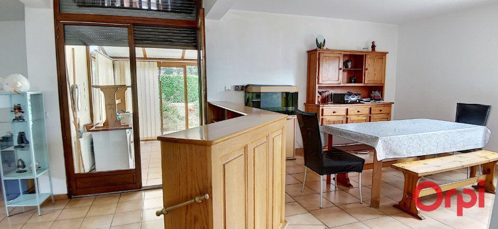 Maison à vendre 6 167.61m2 à Montmarault vignette-6