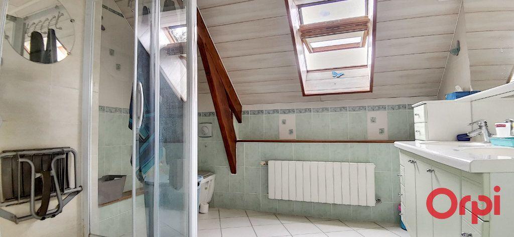 Maison à vendre 6 167.61m2 à Montmarault vignette-11