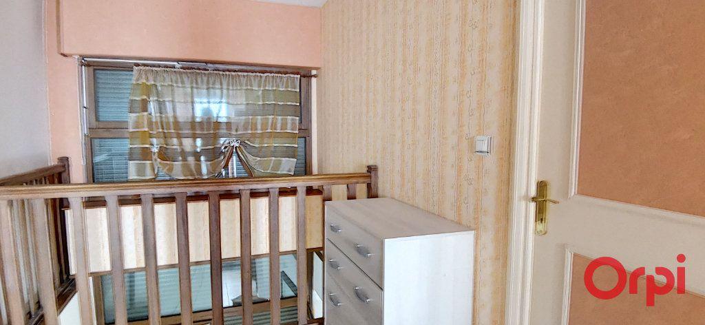 Maison à vendre 6 167.61m2 à Montmarault vignette-12