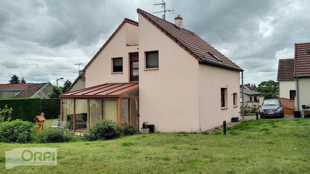 Maison à vendre 6 167.61m2 à Montmarault vignette-16