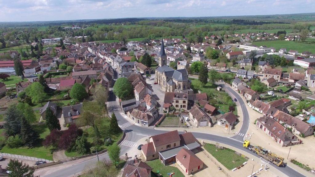 Immeuble à vendre 0 450m2 à Cosne-d'Allier vignette-1