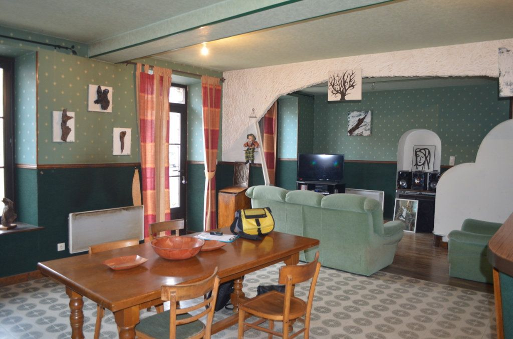 Maison à vendre 6 135m2 à Clugnat vignette-1