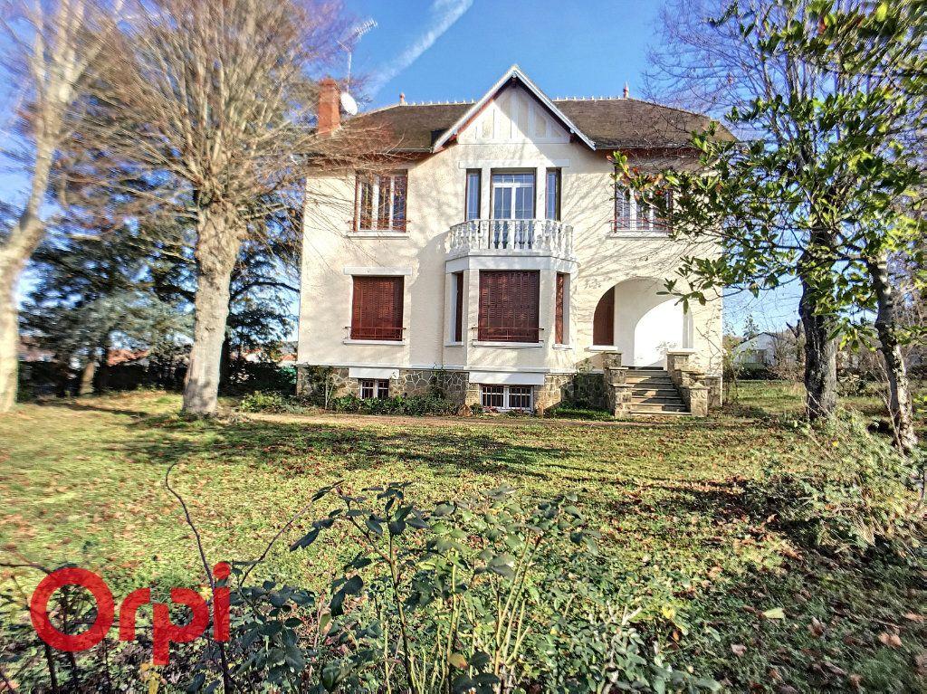 Maison à vendre 8 170m2 à Désertines vignette-1