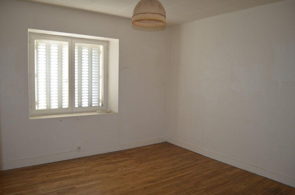Maison à vendre 13 327m2 à Clugnat vignette-3