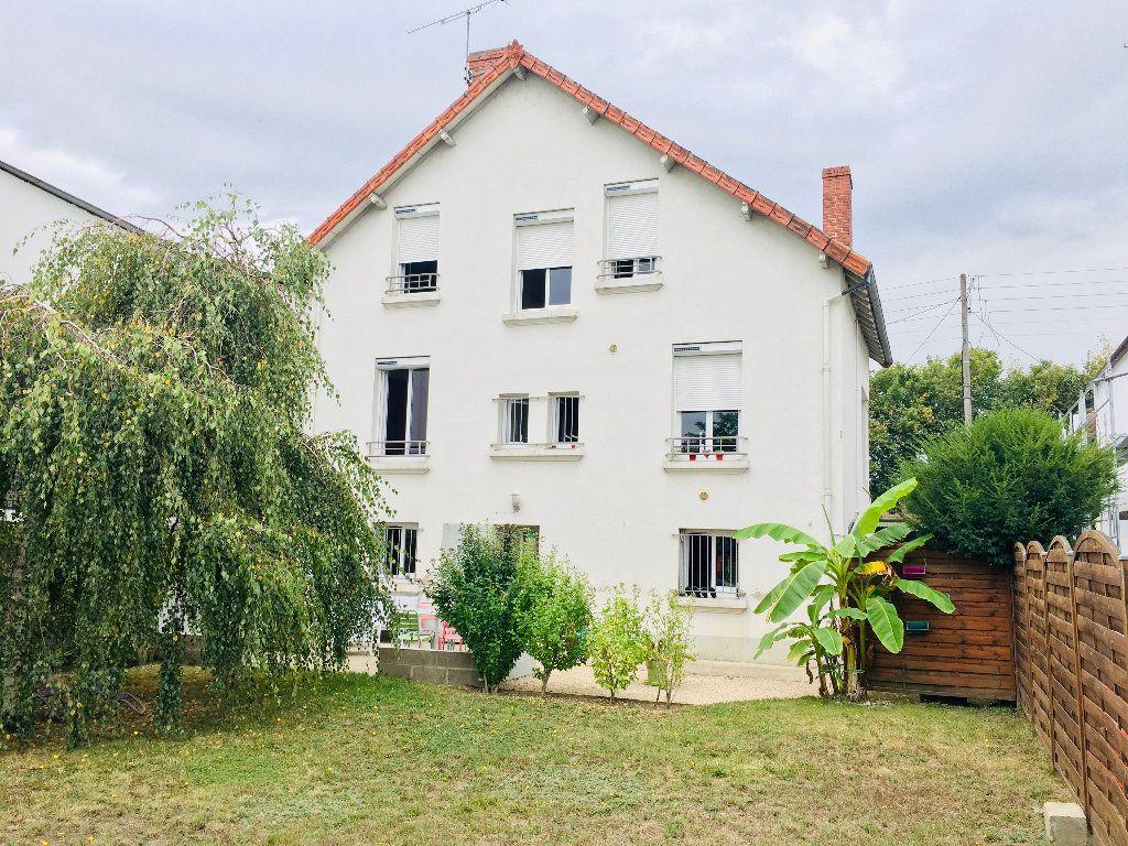 Maison à vendre 6 120m2 à Montluçon vignette-1