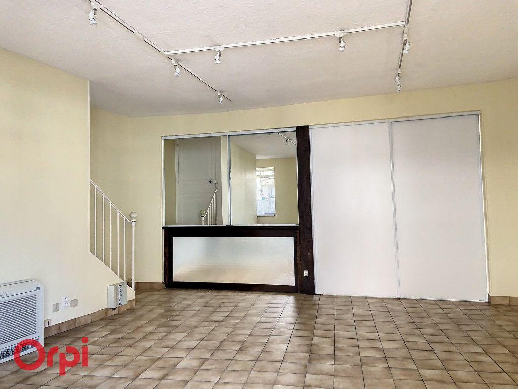 Immeuble à vendre 0 100m2 à Montmarault vignette-2