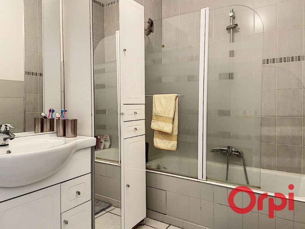 Appartement à vendre 3 74.51m2 à Montluçon vignette-3