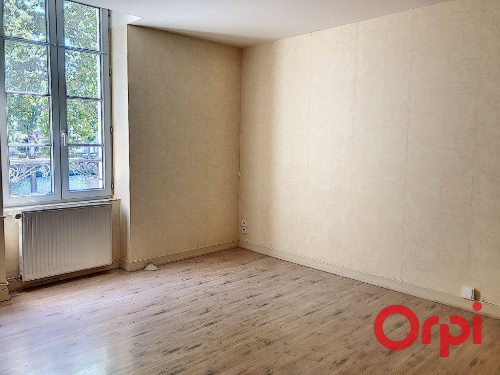 Appartement à vendre 3 56.06m2 à Montluçon vignette-2