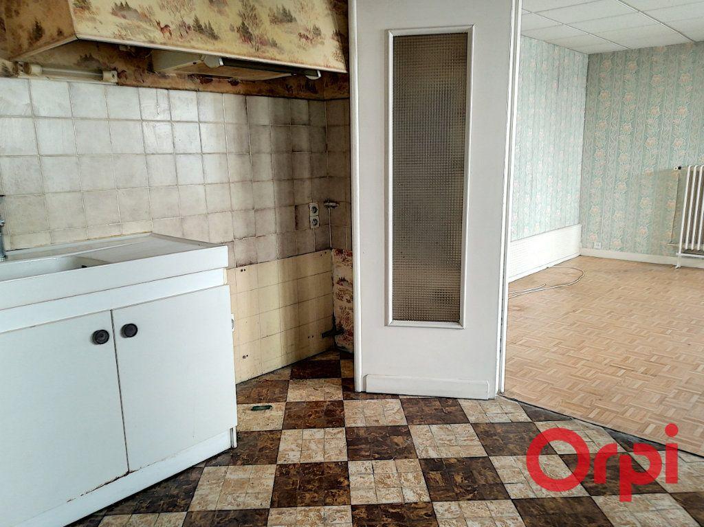 Immeuble à vendre 0 580m2 à Montluçon vignette-6