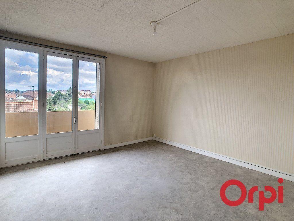 Appartement à vendre 4 65.82m2 à Montluçon vignette-1