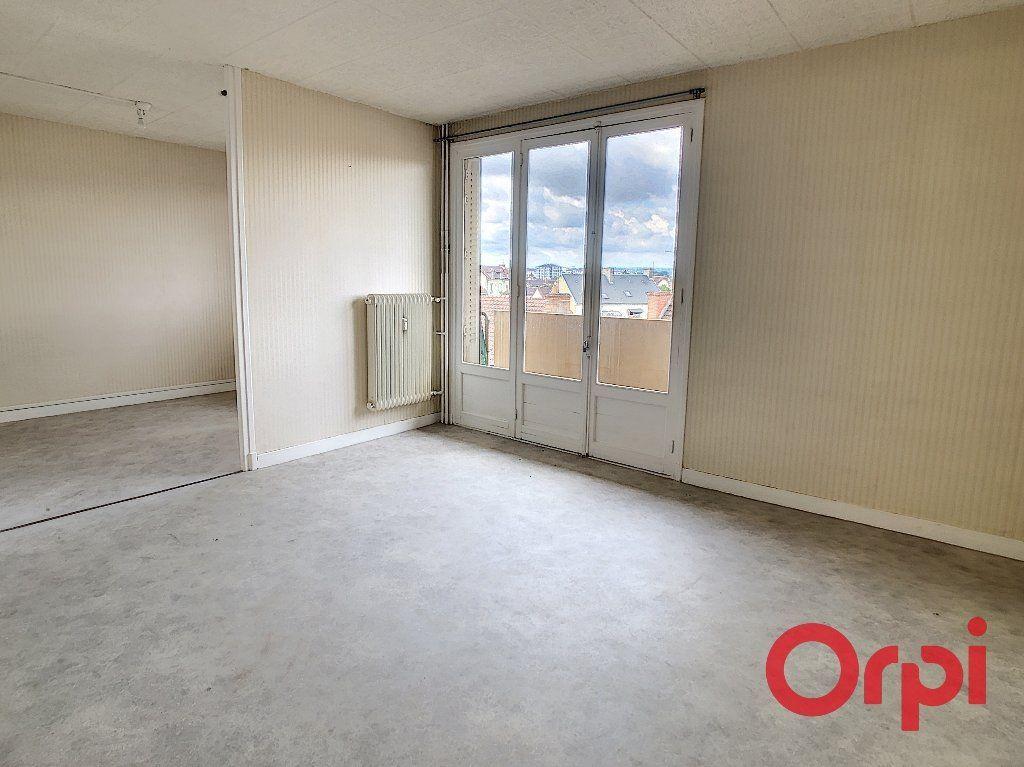 Appartement à vendre 4 65.82m2 à Montluçon vignette-2