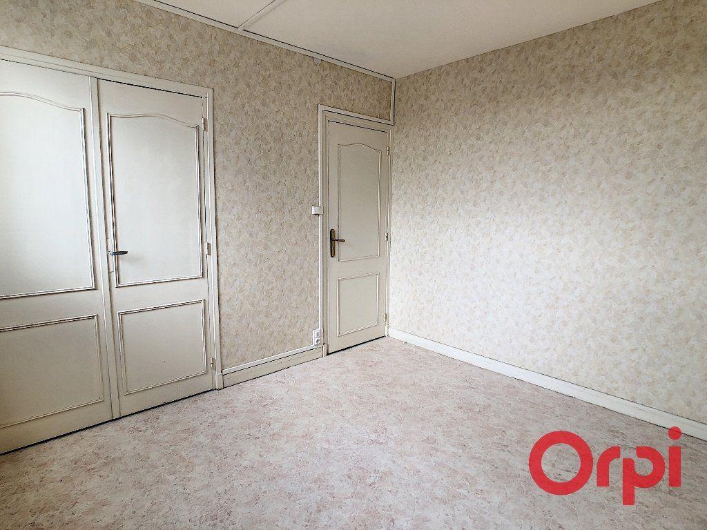 Appartement à vendre 4 65.82m2 à Montluçon vignette-4