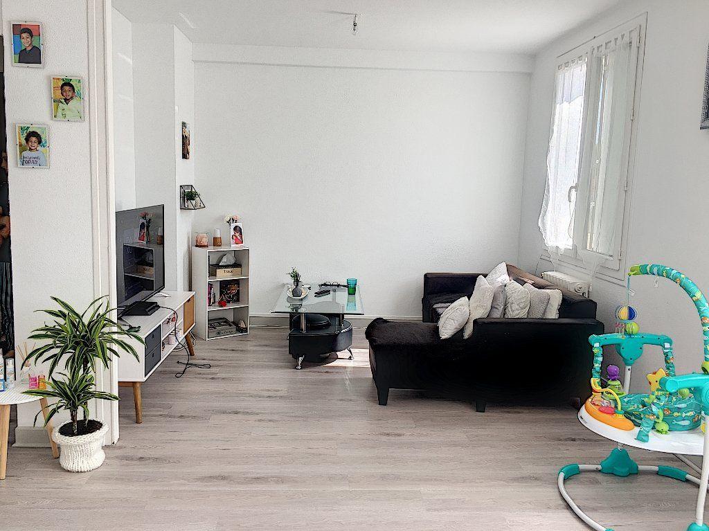 Appartement à vendre 5 96m2 à Montluçon vignette-1