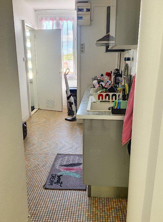 Appartement à vendre 5 96m2 à Montluçon vignette-2
