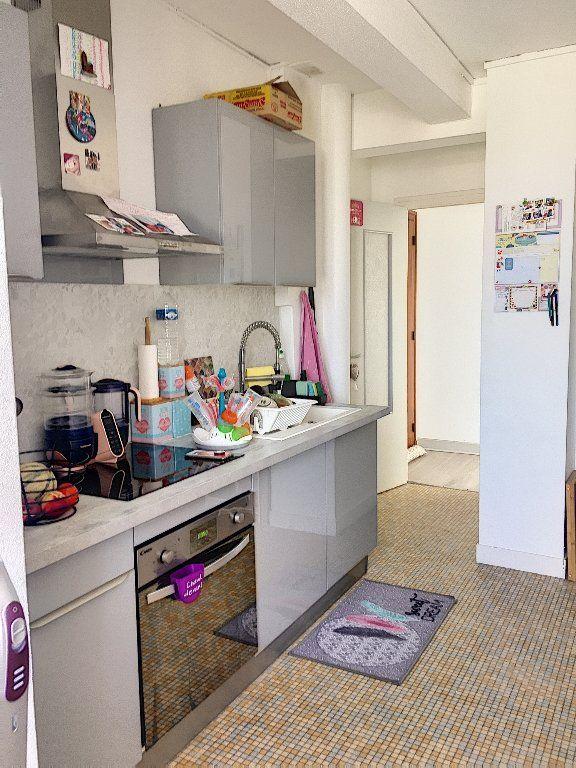 Appartement à vendre 5 96m2 à Montluçon vignette-3