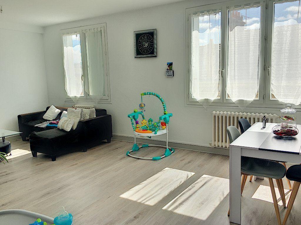 Appartement à vendre 5 96m2 à Montluçon vignette-5