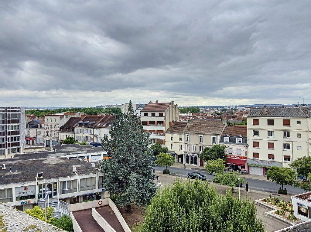 Appartement à vendre 4 90.91m2 à Montluçon vignette-1