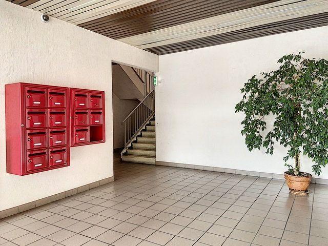 Appartement à vendre 4 90.91m2 à Montluçon vignette-2