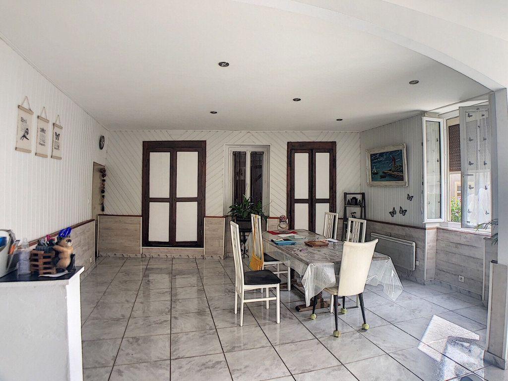 Maison à vendre 9 167m2 à Saint-Bonnet-Tronçais vignette-4